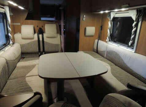 camping-car ITINEO SB 720  intérieur / coin salon