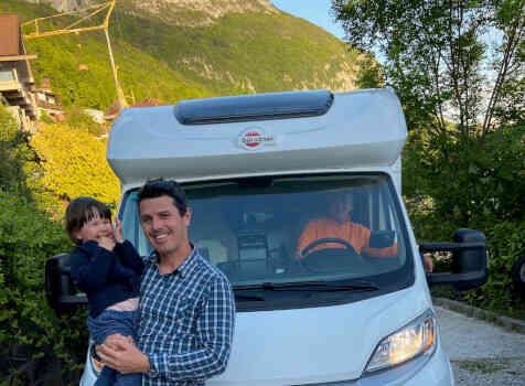 camping-car BURSTNER LYSEO TD 680  extérieur / face avant