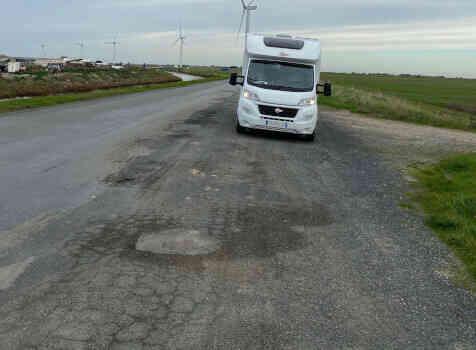 camping-car BURSTNER LYSEO TD 680  extérieur / arrière