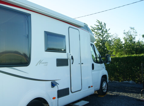 camping-car BURSTNER NEXXO T 687  extérieur / latéral droit