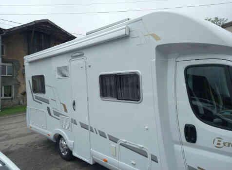 camping-car BAVARIA T 71 LP  extérieur / latéral gauche
