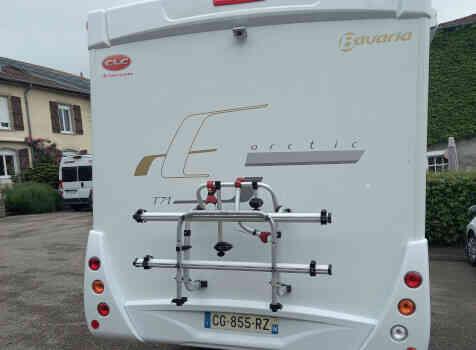 camping-car BAVARIA T 71 LP  extérieur / arrière
