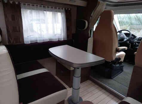 camping-car BAVARIA T 71 LP  intérieur / coin salon