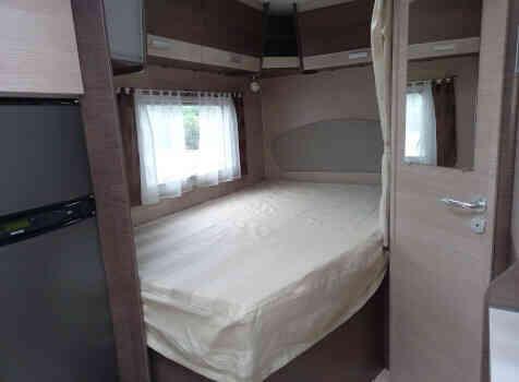 camping-car BAVARIA T 71 LP  intérieur / couchage principal