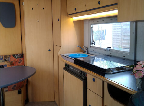 camping-car CHAUSSON WELCOME 50  intérieur  / coin cuisine