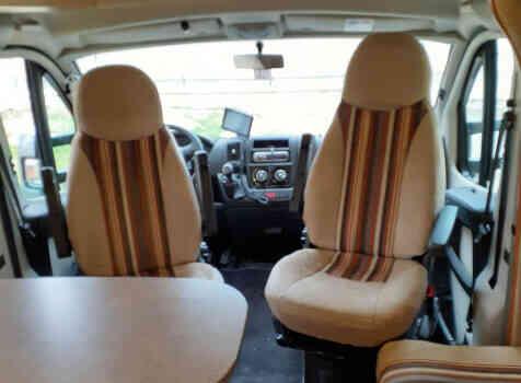 camping-car CHALLENGER MAGEO 119 EB  intérieur / coin salon