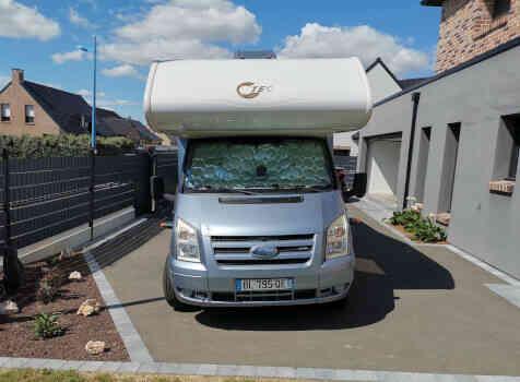 camping-car TEC FREETEC  extérieur / face avant