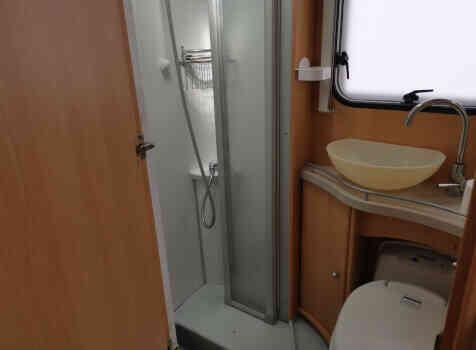camping-car TEC FREETEC  intérieur / salle de bain  et wc