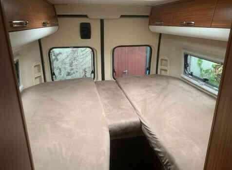 camping-car ADRIA TWIN SL   intérieur / couchage principal