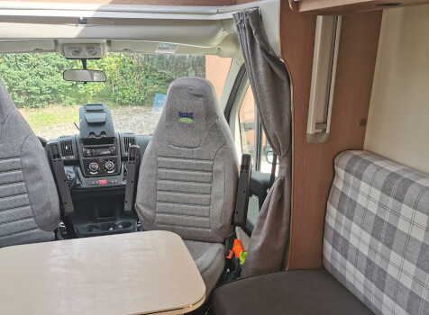camping-car MC LOUIS MC 2-77   intérieur / coin salon