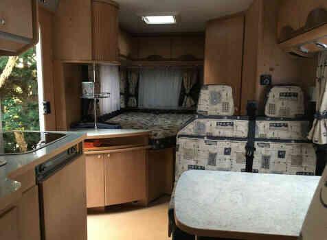 camping-car BURSTNER T603  intérieur / couchage principal