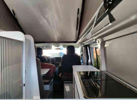camping-car TALENTO RANDGER 535  intérieur  / coin cuisine