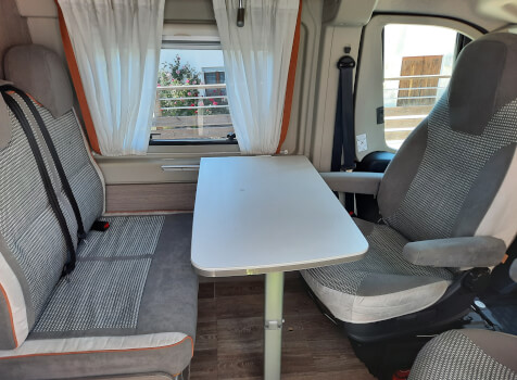 camping-car POSSL 2 WIN PLUS  intérieur / coin salon