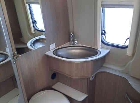 camping-car POSSL 2 WIN PLUS  intérieur / salle de bain  et wc