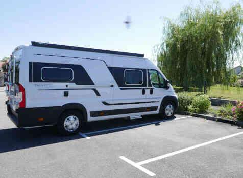 camping-car  ADRIA TWIN PLUS 640 SLB  extérieur / latéral gauche