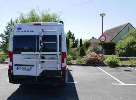 camping-car  ADRIA TWIN PLUS 640 SLB  extérieur / arrière