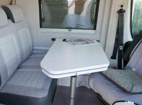 camping-car  ADRIA TWIN PLUS 640 SLB  intérieur / coin salon