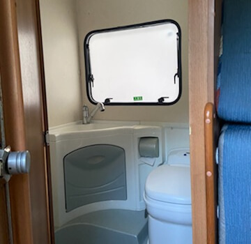 camping-car SIRIO 599  intérieur / salle de bain  et wc