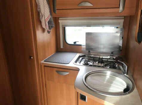 camping-car CHALLENGER GENESIS 38  intérieur  / coin cuisine