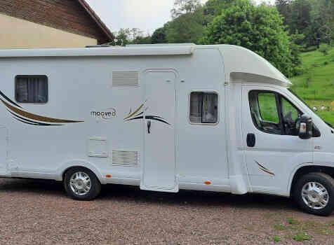 camping-car MOOVEO  extérieur / latéral gauche