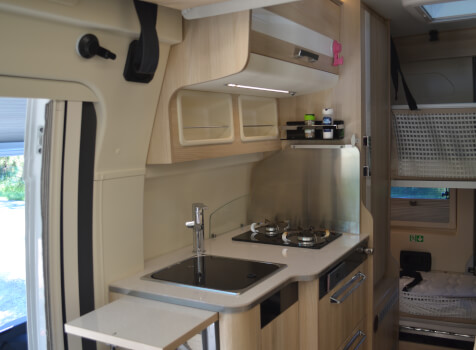 camping-car CAMPEREVE FAMILY VAN  intérieur  / coin cuisine