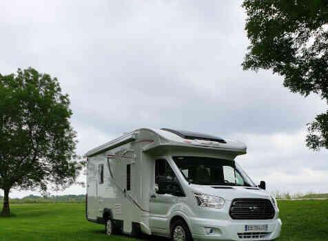 camping-car ROLLER TEAM KRONOS  extérieur / face avant