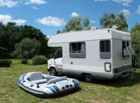 camping-car CHAUSSON C 25  extérieur / latéral gauche