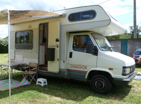 camping-car CHAUSSON C 25  extérieur / latéral droit