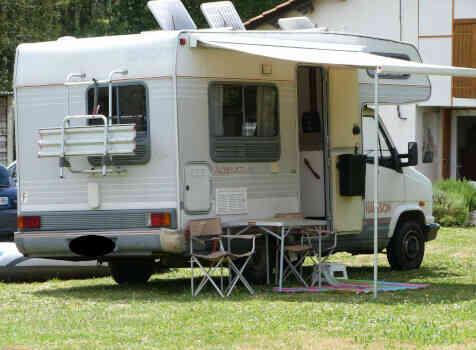 camping-car CHAUSSON C 25  extérieur / arrière