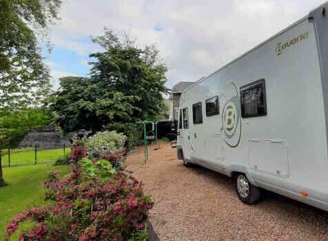 camping-car BAVARIA  extérieur / latéral gauche
