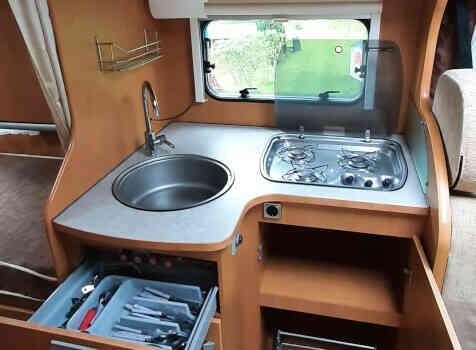 camping-car BAVARIA  intérieur  / coin cuisine