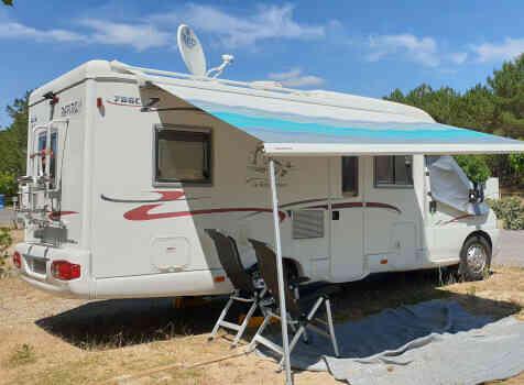 camping-car RAPIDO 786C  extérieur / arrière