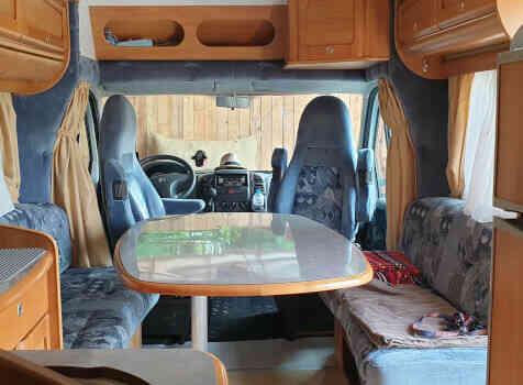 camping-car RAPIDO 786C  intérieur / coin salon