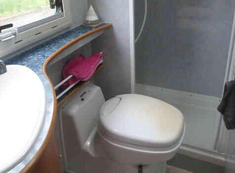 camping-car FLEURETTE GREBE  intérieur / salle de bain  et wc