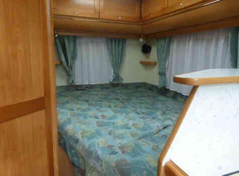 camping-car FLEURETTE GREBE  intérieur / couchage principal