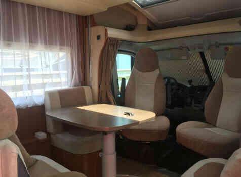 camping-car CHAUSSON SWEET  GARAGE  intérieur / coin salon