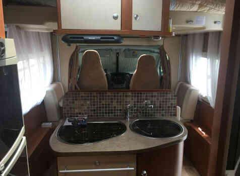 camping-car CHAUSSON SWEET  GARAGE  intérieur  / coin cuisine