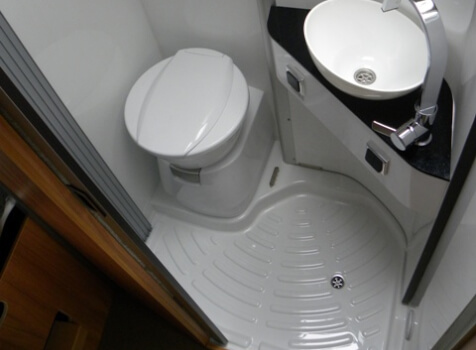 camping-car POSSL SUMMIT 600  intérieur / salle de bain  et wc