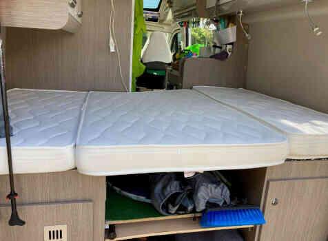 camping-car CHAUSSON TWIST V 594  intérieur / couchage principal