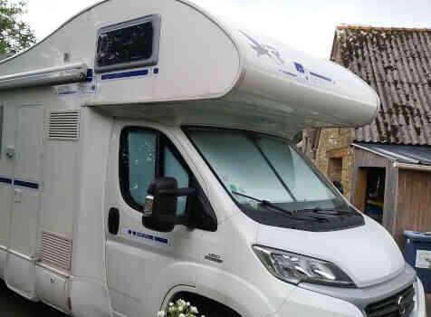 camping-car RIMOR  extérieur / latéral droit