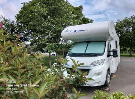 camping-car RIMOR  extérieur / face avant