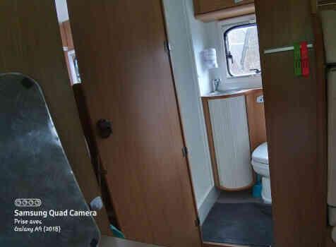 camping-car RIMOR  intérieur / salle de bain  et wc