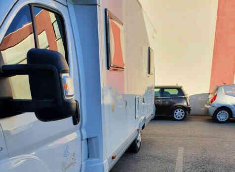 camping-car BAVARIA T072  extérieur / latéral gauche