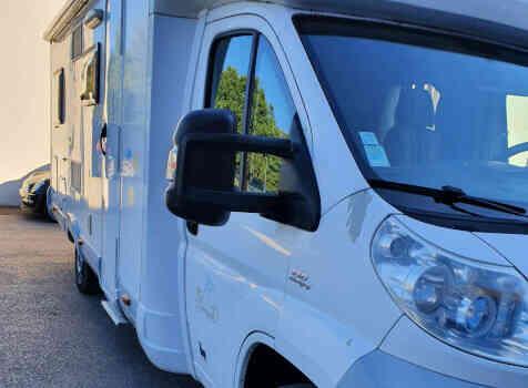 camping-car BAVARIA T072  extérieur / latéral droit