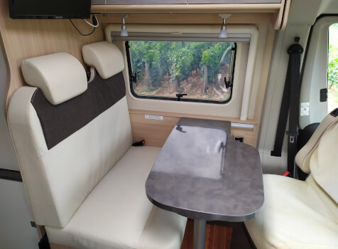 camping-car CITY CAR C 600  intérieur / coin salon