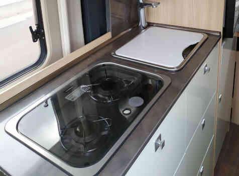 camping-car CITY CAR C 600  intérieur  / coin cuisine