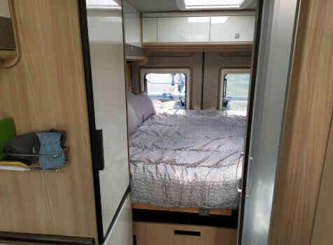 camping-car CITY CAR C 600  intérieur / couchage principal