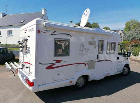 camping-car  RAPIDO 760 F  extérieur / latéral gauche