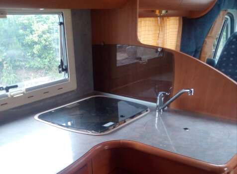 camping-car  RAPIDO 760 F  intérieur  / coin cuisine