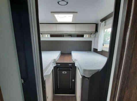 camping-car  BENIMAR TESSORO  intérieur / couchage principal